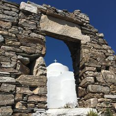 Walking in Sifnos #sifnos #greece #cyclades #church #blue #white #stones #eglise
