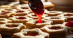I gustosi dolcetti ciliegia e nocciole per le feste: ecco la ricetta vegan per preparare questi biscotti da mangiare in famiglia.