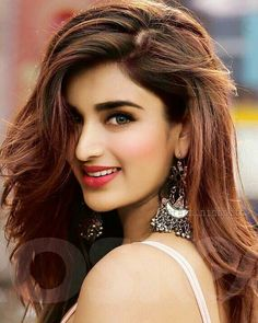 Become Beautiful With These Tips And Tricks Beautiful Bollywood Actress, Most Beautiful Indian Actress, Beautiful Actresses, Beautiful Girl Image, Beautiful Smile, Beauty Full Girl, Beauty Women, India Beauty, Asian Beauty