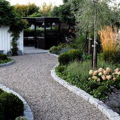 41 Best Garden Design Ideas for Perfect Relaxation & HomEnthusiastic Back Gardens, Outdoor Gardens, Yard Design, Garden Paths, Garden Furniture, Backyard Landscaping, Garden Inspiration, Landscape Design, Exterior