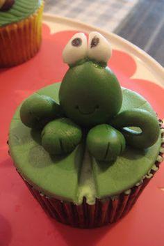 treasure memories: Fondant Animal Cupcakes