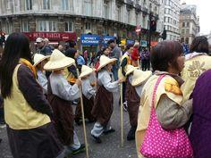 Procesion por el aniversario de Buda.londres 2013