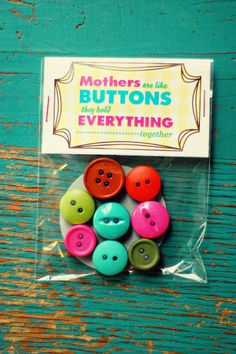 These button magnets are a cute, simple idea for a Mother's Day gift. To make the cute packaging, just use Avery full-sheet labels for the free printable, or create your own using Avery 22821 printable toppers and bags. No cutting or glue required.