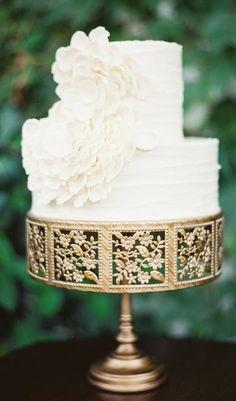 Wedding cake idea; Featured Photographer: Erich McVey Photography