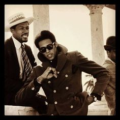 Eddie Kendricks & David Ruffin of The Temptations. Music Icon, Soul Music, Indie Music, Vintage Black Glamour, Old School Music, Neo Soul, Hommes Sexy, I Love Music, Popular Music