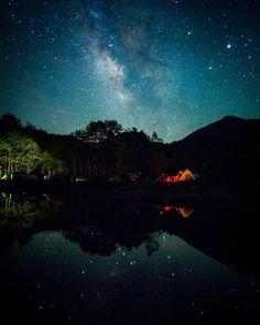Wanna live in black under flock of stars Beautiful World, Beautiful Places, Beautiful Pictures, Artistic Photography, Nature Photography, Stargazing, Amazing Nature, Japan Travel, Night Skies