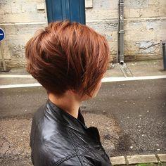 Caramel cuivré et coupe courte asymétrique #hairstyle #haircut #cut…