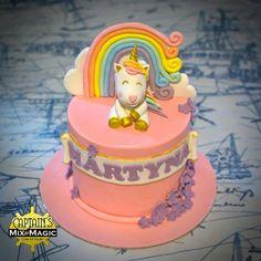 Unicorn and Rainbow Cake 12 Cupcakes, Cupcake Cakes, Unicorn Birthday, Birthday Cake, Rainbow Unicorn, Fondant, Chocolate, Desserts, Food