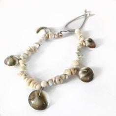 Βραχιόλι ποδιού με κοχύλια | Βραχιόλια στο jamjar Summer Accessories, Pearl Necklace, Beaded Bracelets, Pearls, Jewelry, String Of Pearls, Jewlery, Jewerly, Pearl Bracelets
