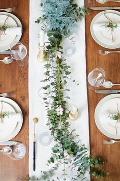 Styling ideas for your Christmas table. Christmas Table Decorations, Wedding Decorations, Brunch, Diy Crafts To Do, Deco Table, Christmas Time, Lunch Table Settings, Drinks, Nice