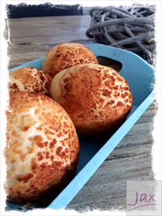 n Holland bread with a crust like this (tiger crust) is commonly sold at baker's shops. These rolls are deliciously fluffy and the crust is nice and crunchy. Cooking Bread, Thermomix Desserts, English Food, Yams, Egg Free, Bread Recipes, Muffin, Rolls, Food And Drink
