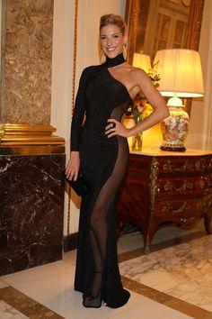 Macarena Rinaldi - Proporcionado por THX Medios S. One Shoulder, High Neck Dress, Formal Dresses, Fashion, Needle Felted Ornaments, Long Gowns, Ballerinas, Dancing, Princesses