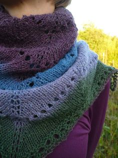 love the colorway and pattern of this scarf
