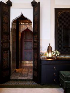 Innenraum des La Mamounia-Hotels, Marrakesch, Marokko – Diidaa - Home Accessories Trend Moroccan Design, Moroccan Tiles, Moroccan Lanterns, Modern Moroccan Decor, Islamic Architecture, Interior Architecture, Morrocan Architecture, Design Marocain, Moroccan Interiors
