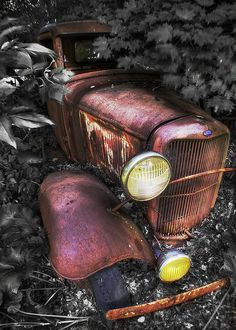 Photo Gallery: Abandoned Cars and Trucks: Vintage Trucks, Old Trucks, Antique Trucks, Jorge Martinez, Pompe A Essence, Abandoned Cars, Abandoned Places, Abandoned Vehicles, Rust In Peace