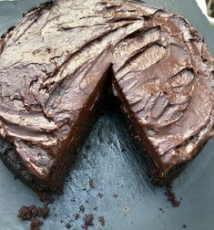 Vegan cocoa bean cake by Rachel Kooh a simple Vegan cake, dairy free, nut free, refined sugar free & gluten free - what more can you ask for? And it's easy! Best Vegan Chocolate, Chocolate Recipes, Chocolate Cake, Nut Free, Dairy Free, Gluten Free, Bean Cakes, Icing Ingredients, Honey Cake