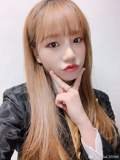 Yuri, Kpop Girl Groups, Kpop Girls, Secret Live, Yoon Sun Young, Kitsune Mask, Sakura Miyawaki, Japanese Girl Group, Crown Royal