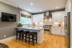Transitional Kitchen with Hardwood floors, Flat panel cabinets, KraftMaid Cabinetry Square Recessed Panel - Veneer (AE8M1)