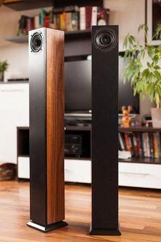 DIY speaker in matte black paint and American walnut veneer Audiophile Speakers, Hifi Audio, Stereo Speakers, Tower Speakers, Bookshelf Speakers, Wooden Speakers, Speaker Box Design, Speaker Plans, Audio Design