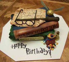 Harry Potter cake!  Per tutti gli aspiranti maghetti una torta con tutto l'occorrente per imparare a fare magie.  #cakedesign   Tutto l'occorrente per realizzarla su www.decorazionidolci.it