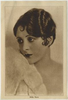 Hairstyles History- Long Hair to Bobbed Hair Hairstyles History- Billie Dove took her cl Flapper Hair, Gatsby Hair, Retro Hairstyles, Bob Hairstyles, Medium Hairstyles, Haircuts, Wedding Hairstyles, Hollywood Glamour, 1920s Long Hair