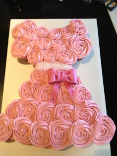This princess pull apart cake is so beautiful and creative! It is a great idea for wedding, baby shower, birthday party, and so on. Princess Cupcake Dress, Princess Cupcakes, Pink Cupcakes, Princess Birthday, Pink Princess, Ladybug Cupcakes, Kitty Cupcakes, Snowman Cupcakes, Princess Party