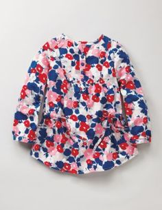 My daughter would look so cute in this and her jeggings. I can't pull off this look, but she sure can (from bodenusa).