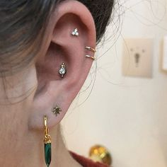 The cartilage of this #CuratedEar is pierced in three places the Conch the Helix and the Tash Rook. The Conch holds a Diamond Four Ball Trin - maria_tash