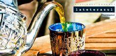 Estas vacaciones hemos podido disfrutar del #temoruno, todo un ritual en los países árabes y también en el sur de España. Una ceremonia con té verde gunpowder (fantástico el nuestro de #lateterazul), azúcar y hojas de hierbabuena o menta piperita. Nosotros lo tomamos después de comer y es maravilloso para ayudar con la digestión. Y esas teteras morunas... ¡qué preciosas son! #tealover #tea #teatime #tealife #ilovetea #MyTeaMoment #summertime #summer #vacation #tetera #teacup #teapot