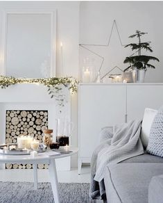 8 Splendid white rooms just in time for a White Christmas (Daily Dream Decor) Christmas Interiors, Christmas Home, White Christmas, Christmas Ornaments, Simple Christmas, Home And Living, Living Room, The White Company, White Rooms