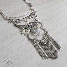 Collar Iris. Triángulo de Cuarzo Cristal. Bohemian Jewelry, Beaded Jewelry, Beaded Necklace, Beaded Bracelets, Silver Accessories, Fashion Accessories, Fashion Necklace, Fashion Jewelry, Antique Jewellery Designs