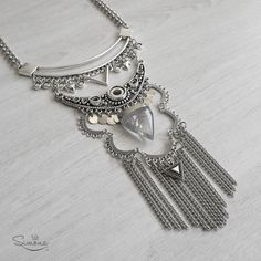 Collar Iris. Triángulo de Cuarzo Cristal.