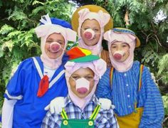 The Three Little Pigs The pigs and their mom Learn more here: http://www.kaleidoscopechildrenstheatre.com/threepigs.htm