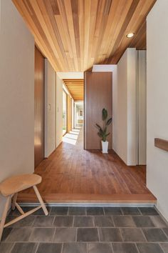 Japanese Modern House, Japanese Interior, Home Interior Design, Interior Architecture, Interior Decorating, Zen House, Barn House Plans, Hallway Designs, House Entrance