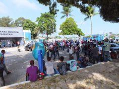 #LEIAMAIS WWW.OBSERVADORINDEPENDENTE.COM CAMAÇARI: Trabalhadores desempregados protestam em frente à Câmara Municipal.