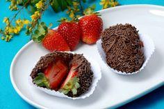 Receita de Brigadeiro-com-Morango (Brazilian Food)