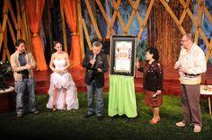 Develación de placa por 100 representaciones. Padrinos: Carmen Salinas y César Bono.