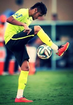 иєумαя ❤💙 #ball -  #lmao  follow,  #nice  neymar -  #nike,  fifa15 Soccer Skills, Soccer Players, Neymar, Baseball Cards, Running, Sports, Drills, Fc Barcelona, Nike