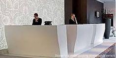 Resultado de imagen de mostradores de hotel