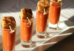 Tomato Soup Shooters with Mini-Grilled Cheese Croutons 2 cans ounces each) of tomato bisque 4 slices of sourdough bread 2 tablespoons softened butter 4 slices ounce each) of aged cheddar cheese Mini Grilled Cheeses, Making Grilled Cheese, Mini Appetizers, Cheese Appetizers, Healthy Appetizers, Tomato Bisque, Tomato Soup, Tomato Tomato, Peach Syrup