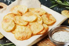 Jicama Chips chips rezepte selber machen mix mix bar mix bar wedding mix recipes mix recipes for kids Baked Potato Oven, Oven Baked, Skinny Brownies, Potato Recipes, Snack Recipes, Patatas Chips, Homemade Sour Cream, Crispy Chips, Cream Cheese Brownies