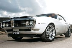 68 Pontiac Firebird - when I met her in my best friend was driving a dark gree one of these. Best Muscle Cars, American Muscle Cars, 1968 Chevy Camaro, Ford Mustang Fastback, Shelby Gt500, Pontiac Firebird Trans Am, Pontiac Grand Prix, Pony Car, Hot Cars