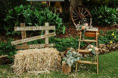 country hay bale wedding decor