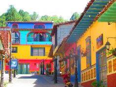 A BLOG ABOUT LOVE: Colombia: This is the Life!