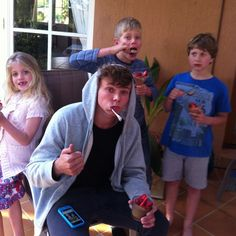 Ashton, Harry and cousins << Why am I pinning pictures of him and his family..? Because I can. =D