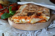 Saltimbocca di pizza Pizza Appetizers, Muffins, Calzone, Pizza Recipes, Street Food, Sandwiches, Bakery, Spaghetti, Food And Drink