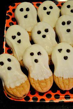 Nutter Butter Ghosts - made Halloween 2014 Halloween Tags, Halloween Goodies, Halloween Food For Party, Holidays Halloween, Halloween Cupcakes, Halloween Crafts, Happy Halloween, Halloween Decorations, Easy Halloween Desserts