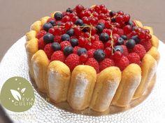 Recette facile rapide de charlotte aux fruits rouges pour anniversaire ou autres fetes avec une bavaroise aux fruits rouges l'agar-agar remplace la gélatine