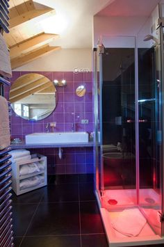 Il bagno viola dell'hotel Concordia