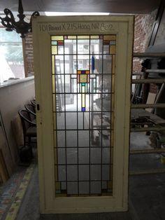 Glas in lood wordt geheel gerestaureerd afgeleverd.  Levering: Op Voorraad.   Meer informatie of prijsopgave aanvragen